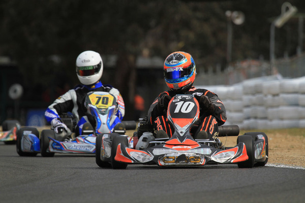 Jason Varley leading Brendan Nelson on his way to victory in the NSW Championships. (quickpixels.com.au)