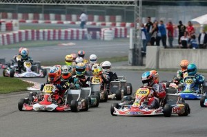 Ian Midrla (305 - Birel-TM) and Dylan Davies (333 - DR-TM) during the start of a KZ2 heat in Wackersdorf  (Photo: Cuna Photo)