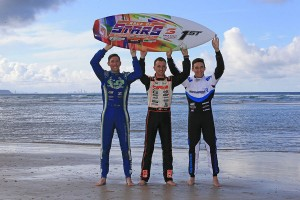 Daniel Bray, Davide Forè and Marijn Kremers with the 2015 Race of Stars Winners Surfboard  (Photo: Coopers Photography)