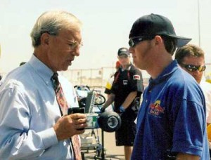 Murley in discussion with IndyCar 500 winner Buddy Rice