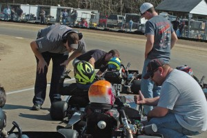 Junior 1 Lite dads give their kids advice during a caution (Photo: Bruce C. Walls)