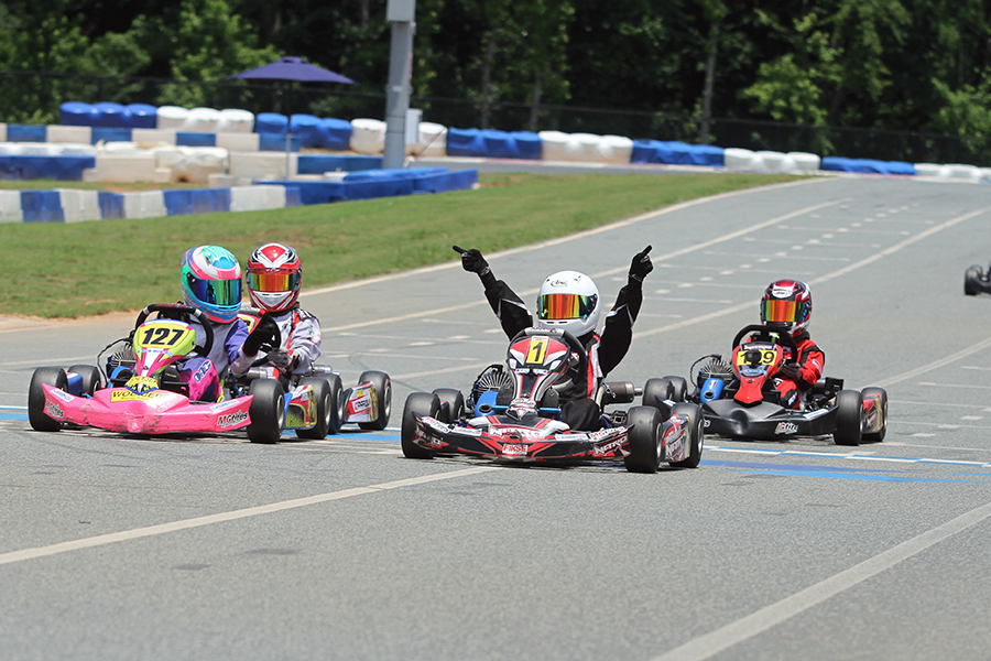A great photo finish for the first career victory for Adam Brickley in Mini Swift (Photo: EKN)